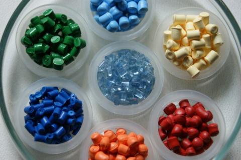 Színező granulátumok polimerkompozitokhoz